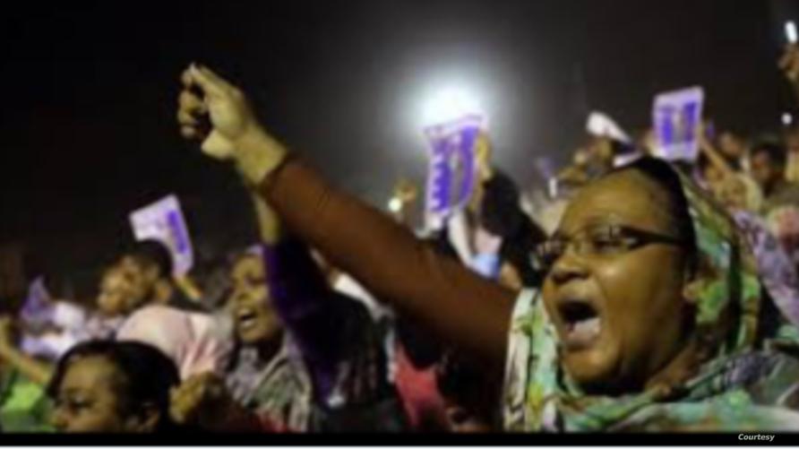 نساء سودانيات تتصدرن الاحتجاجات