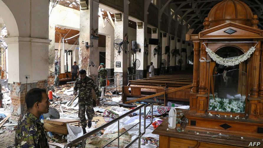 عنصر أمني داخل كنيسة ضريح القديس أنتوني في مدينة كوتشيكادي والتي طالها العمل الإرهابي