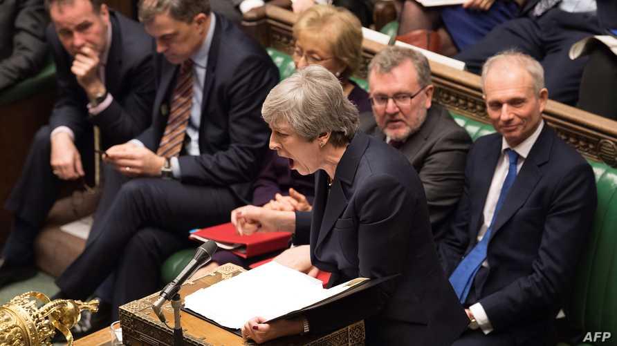تيريزا ماي تتحدث خلال جلسة مجلس العموم البريطاني الأربعاء