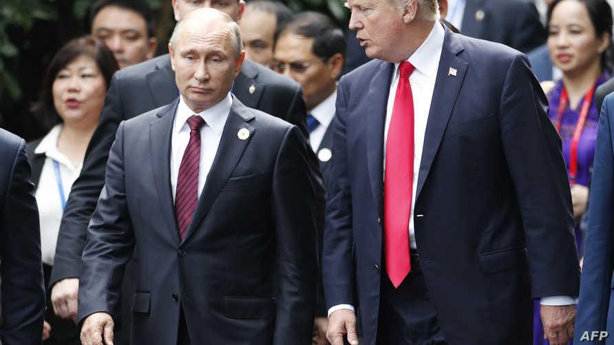 الرئيس دونالد ترامب ونظيره الروسي فلاديمير بوتين خلال لقائهما في فيتنام