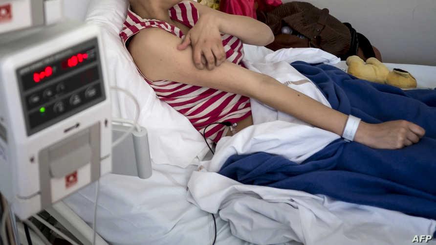 شابة تتلقى العلاج الخاص بمرض السرطان_أرشيف