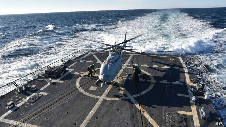 جانب من المدمرة USS Jason Dunham