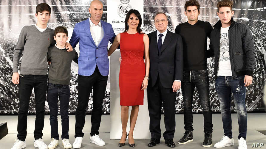 زيدان رفقة أبنائه وزوجته ورئيس ريال مدريد