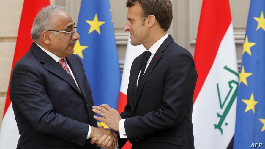 الرئيس الفرنسي خلال استقباله رئيس الوزراء العراقي في الإليزيه