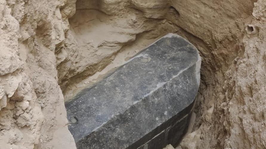 اكتشاف تابوت أسود في مدينة الإسكندرية.. المصدر: وزارة الآثار المصرية