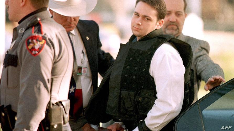 جون وليام كينغ لحظة وصوله إلى محكمة في عام 1999