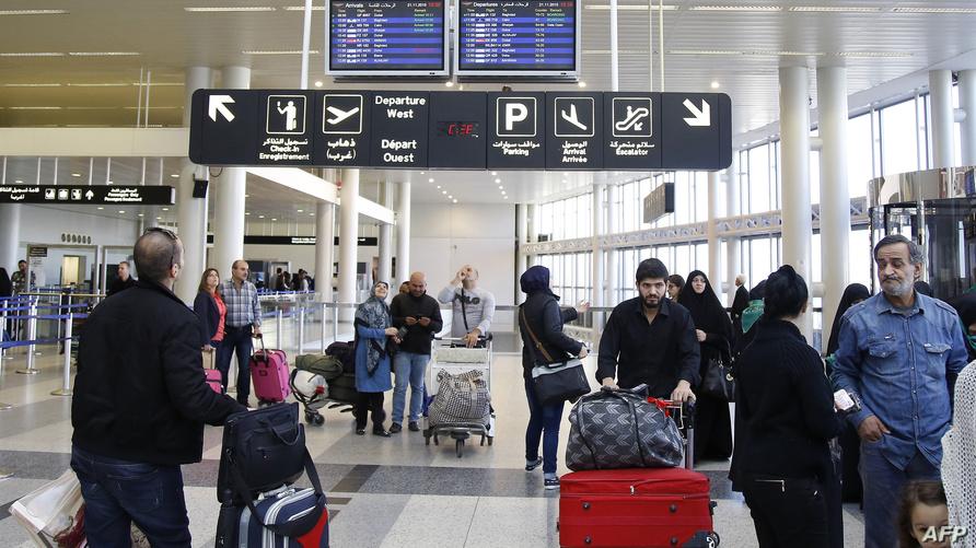 مسافرون في مطار رفيق الحريري الدولي في بيروت- أرشيف