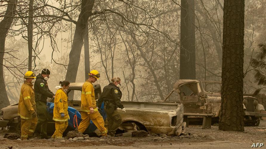 عمال الإنقاذ في بارادايس كاليفورنيا