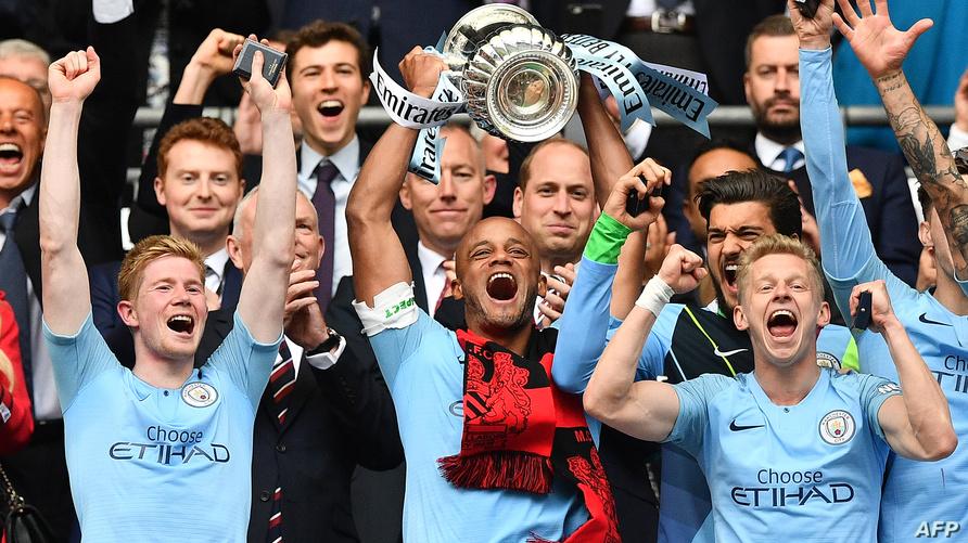 لاعبو مانشستر سيتي يحتفلون بحصد كأس إنكلترا