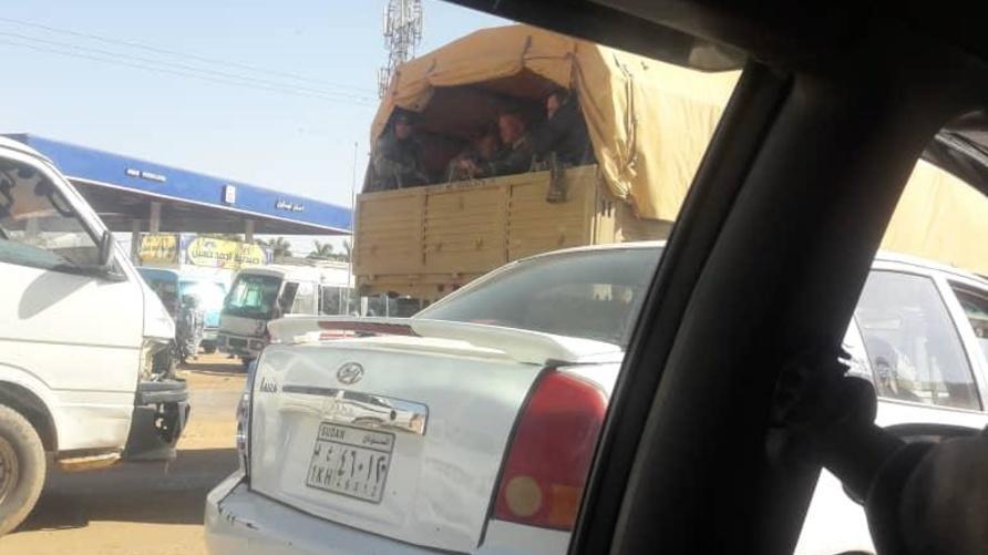 صورة نشرت على مواقع التواصل تظهر ما يقول مغردون إنهم جنود أجانب في السودان