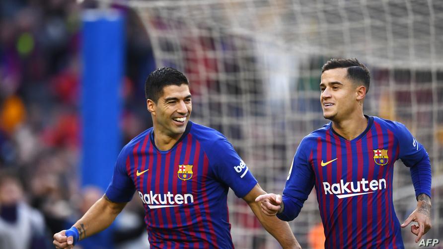 كوتينيو وسورايز يحتفلان بتسجيل هدف ضد ريال مدريد في الكلاسيكو