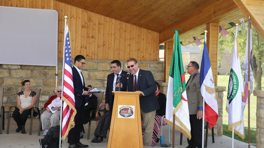 رئيس بلدية القادر يرحب بالضيوف