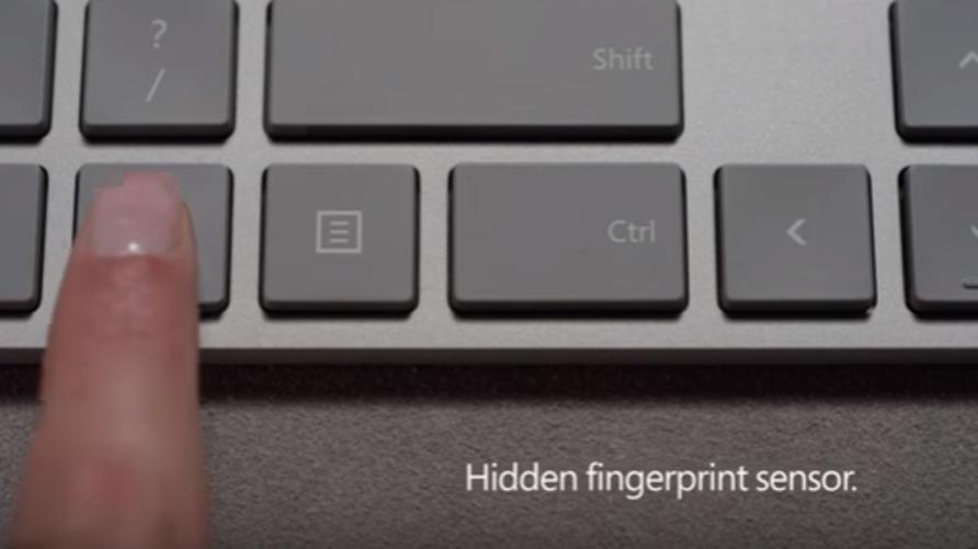 لوحة مفاتيح مزودة بقارىء البصمات