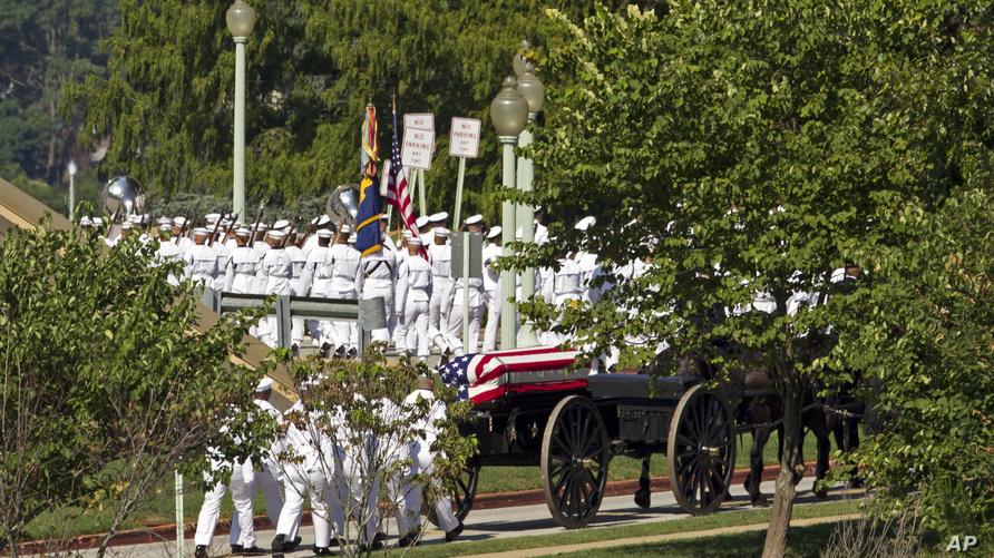 جانب من المراسم في الأكاديمية البحرية الأميركية