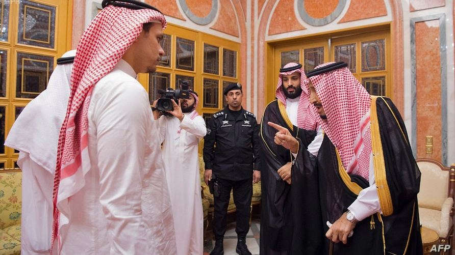 صلاح خاشقجي خلال لقاء سابق مع العاهل السعودي