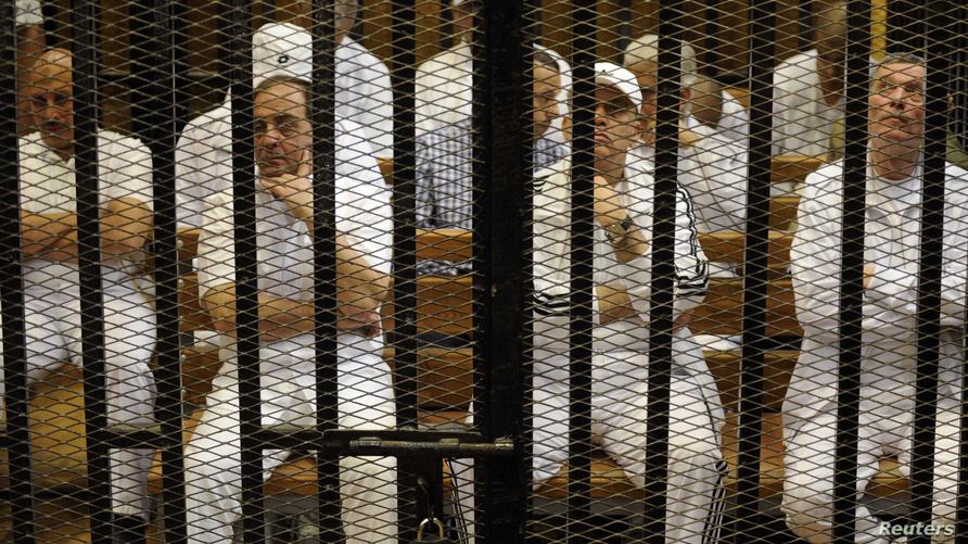جانب من المتهمين في مذبحة بورسعيد داخل قفص الاتهام