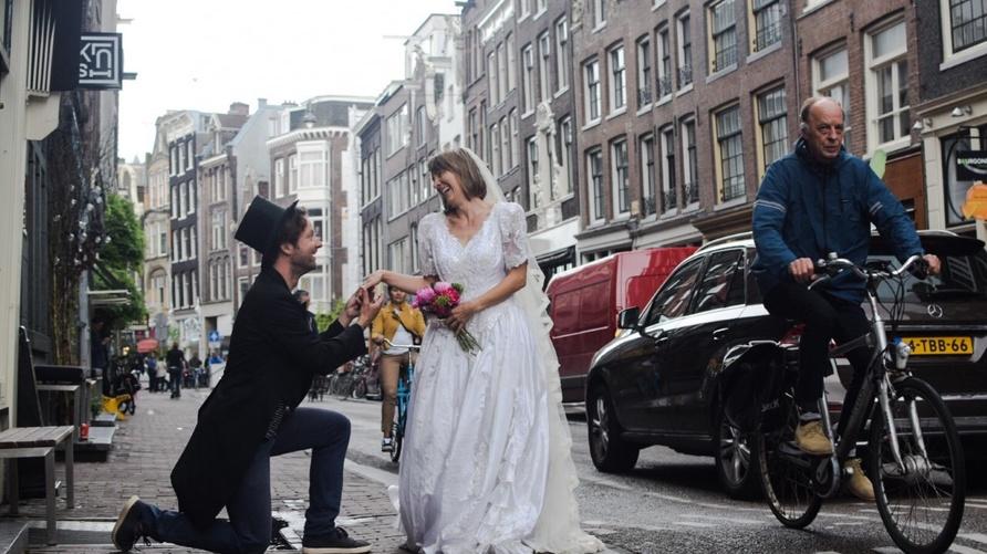 """الصورة من القائمين على مبادرة """"زواج ومشي"""" الهولندية، تنشر بإذن منهم"""