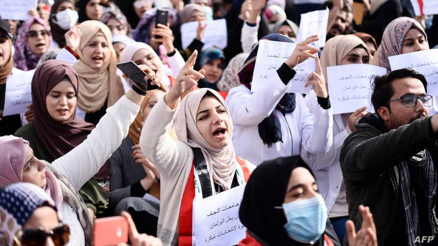 طلاب جامعات العراق ينظمون مظاهرات تطالب بانتخابات مبكرة