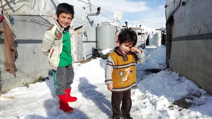 أطفال سوريون لاجئون في أحد مخيمات بلدة عرسال اللبنانية