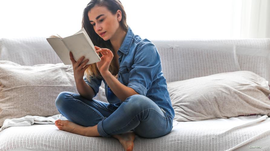 القراءة خير جليس في أوقات الحجر المنزلي