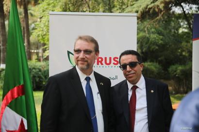 رئيس بلدية القادر مع رئيس الجمعية الجزائرية
