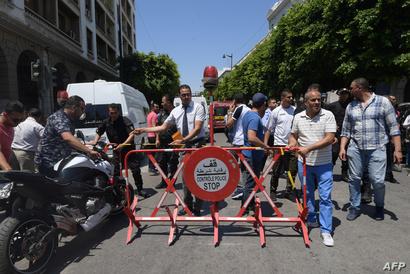 الشرطة التونسية تغلق موقع أحد التفجيرين