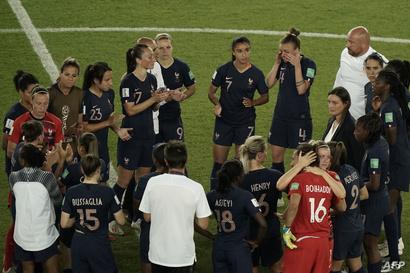 الحزن خيم على لاعبات المنتخب الفرنسي بعد ضياع حلم البطولة