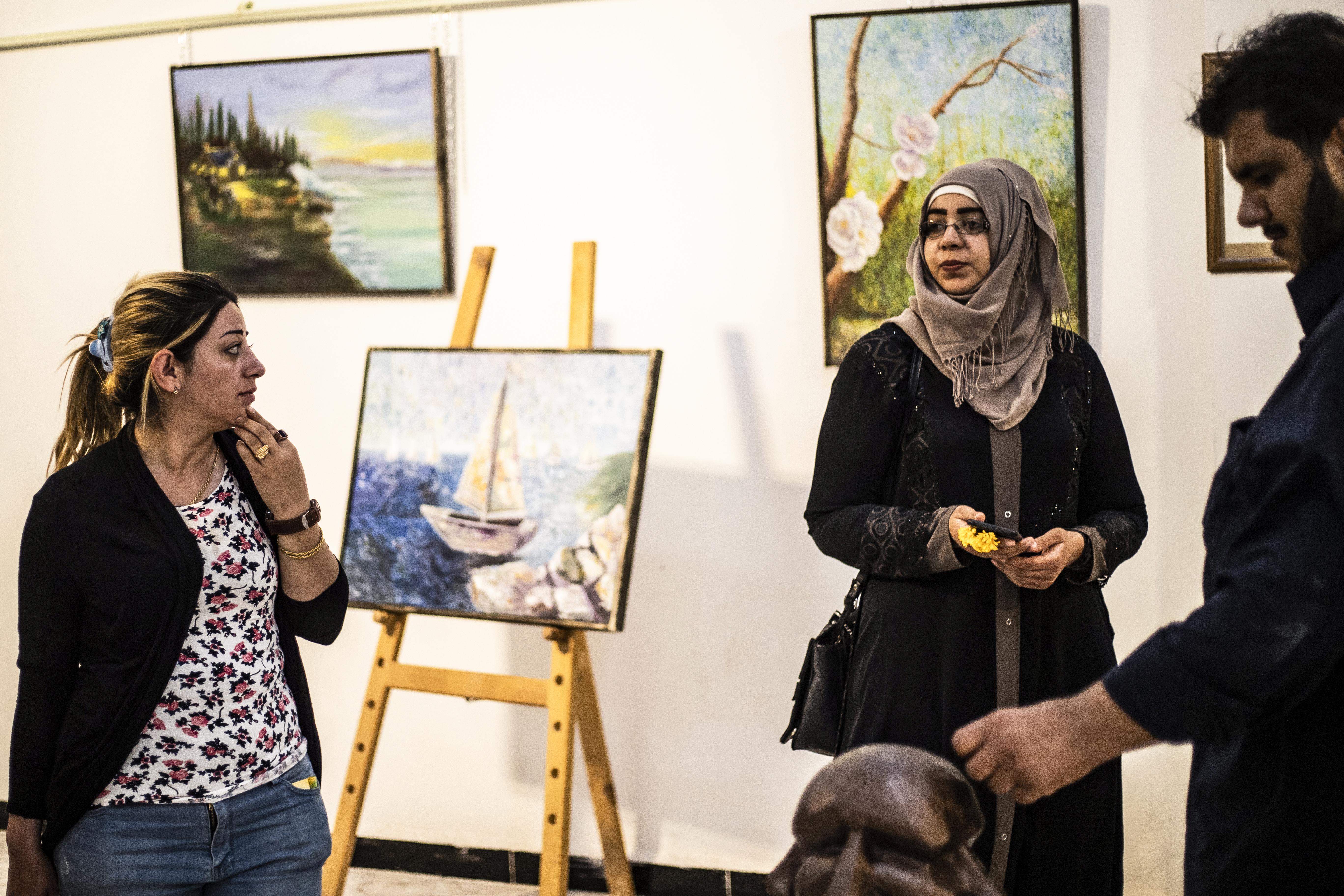استعراض بعض الأعمال الفنية في المركز الثقافي الجديد بمدينة الرقة 1 أيار/مايو 2019