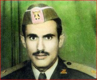 علي عبد الله صالح بالزي العسكري
