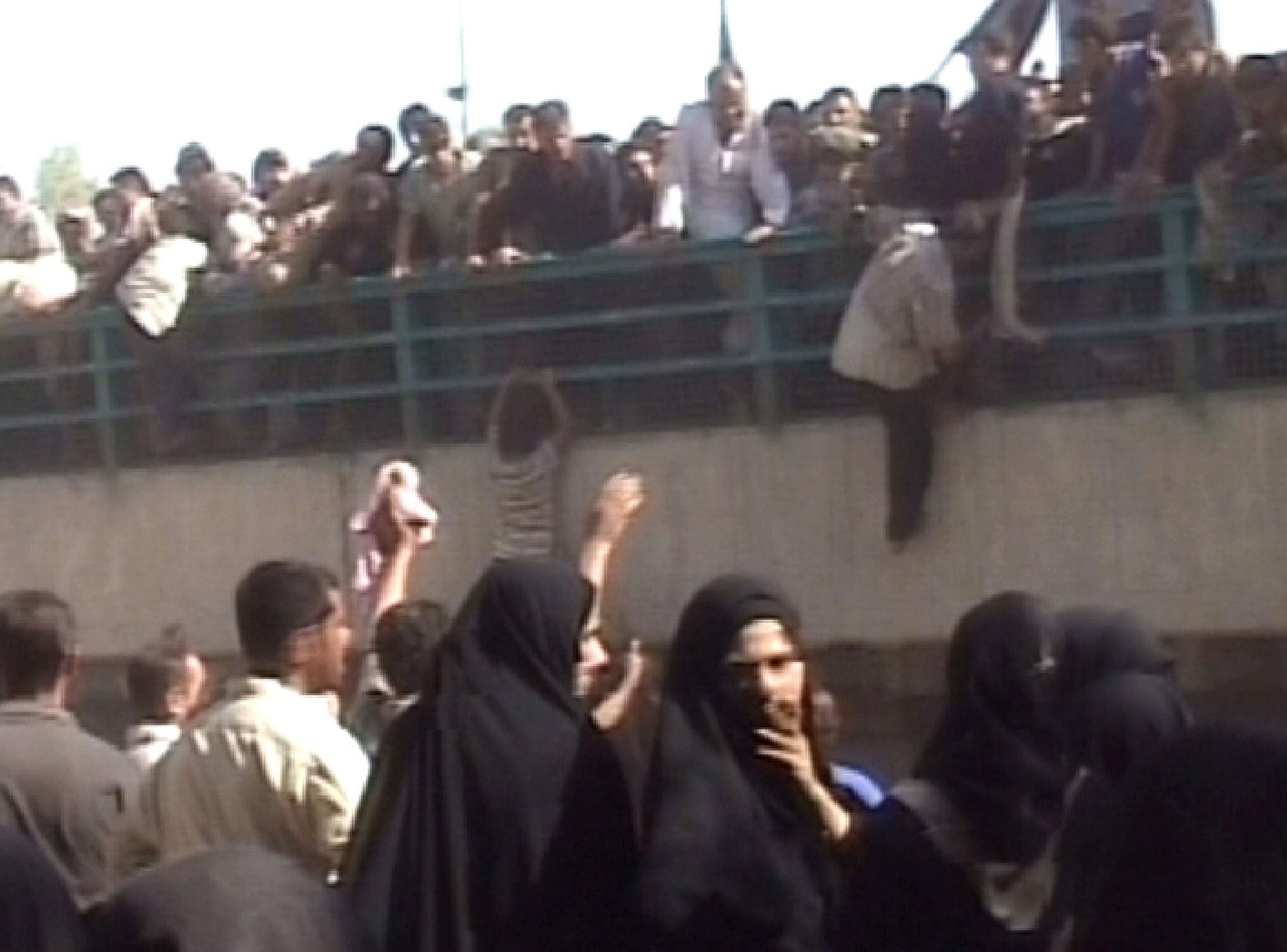 حادثة تدافع الزائرين على جسر الأئمة في 2005/وكالة الصحافة الفرنسية
