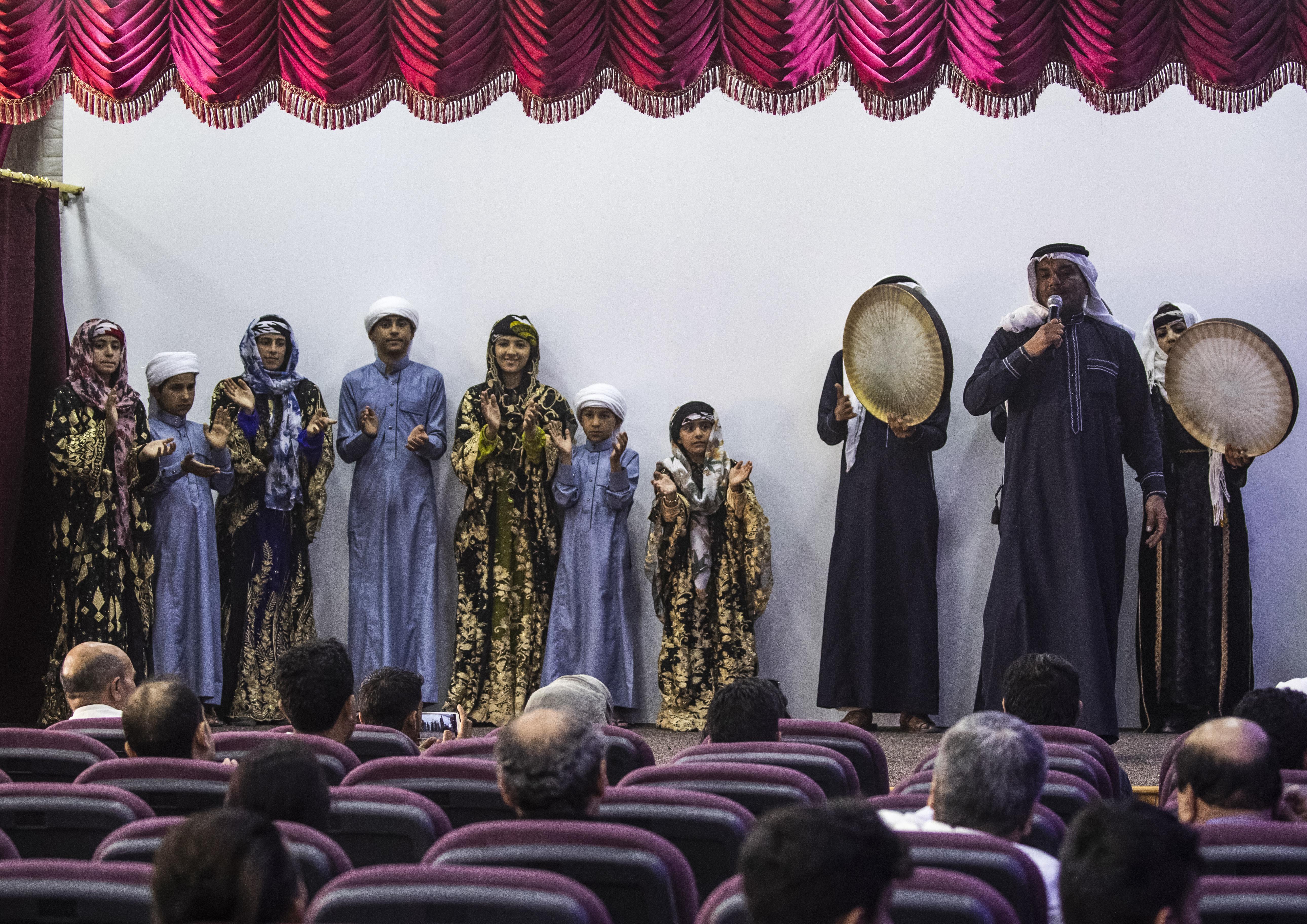 عروض فنية خلال افتتاح المركز الثقافي الجديد بمدينة الرقة 1 أيار/مايو 2019