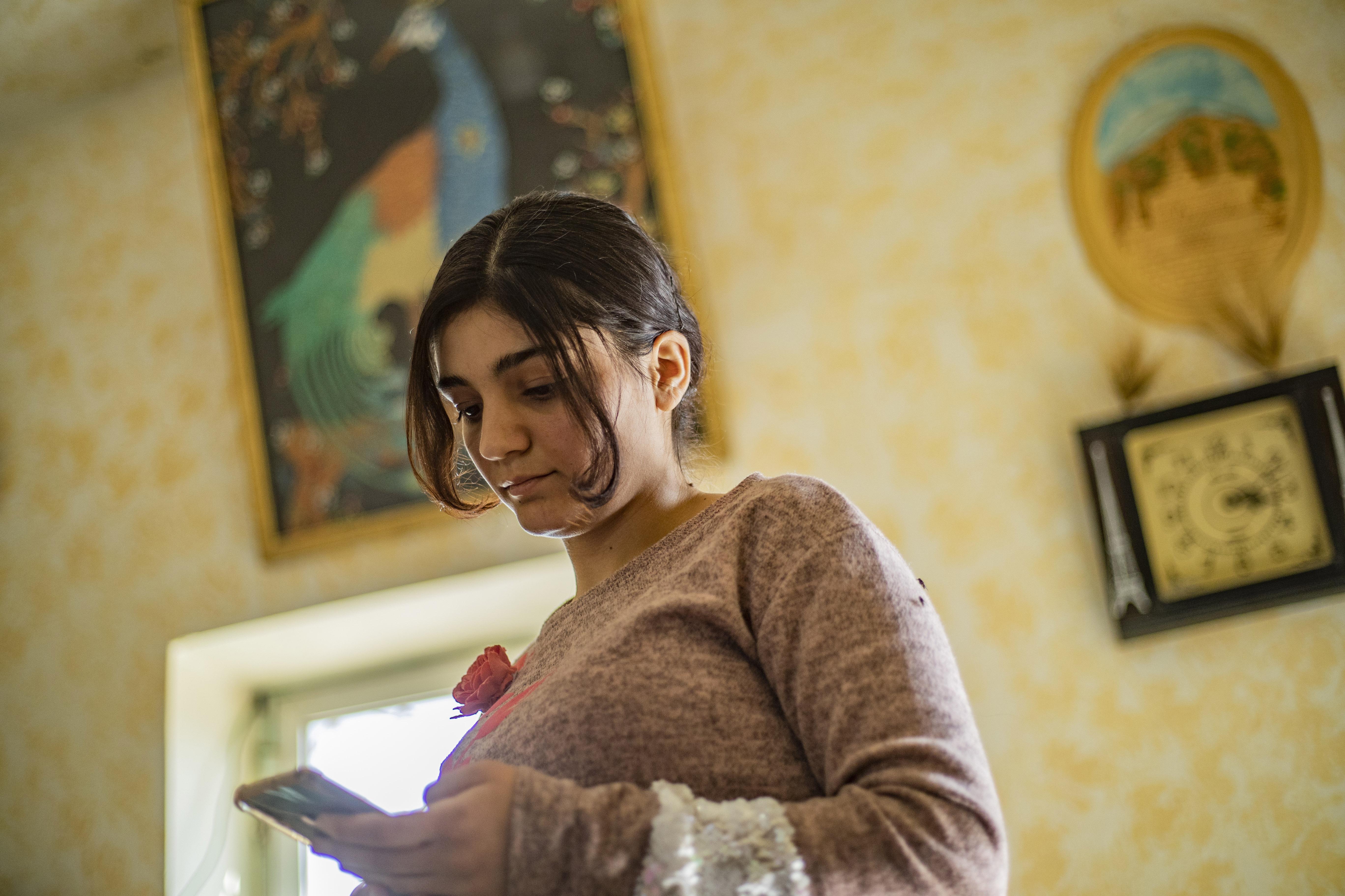 الشابة الأيزيدية العراقية ليلى عيدو المتواجدة حاليا في ريف الحسكة بسوريا