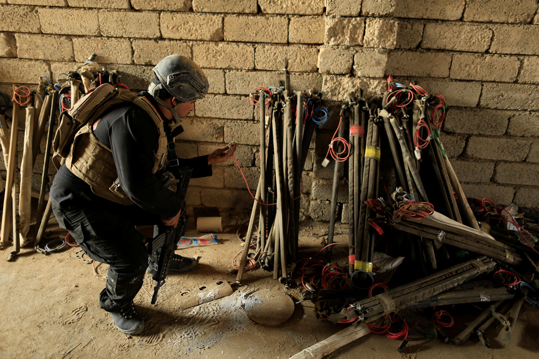 القوات الأمنية العراقية تعثر على معمل لتصنيع الأسلحة والمتفجرات شرقي الموصل يعود لتنظيم داعش