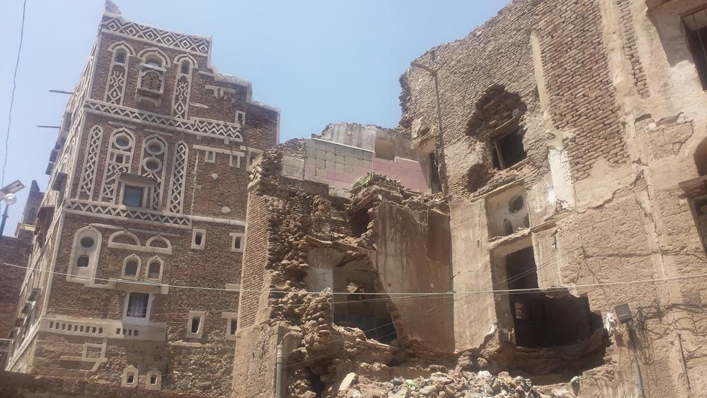 أطلال منزل تاريخي وسط مدينة صنعاء القديمة منهار بسبب الاهمال الرسمي وعدم الترميم - إرفع صوتك