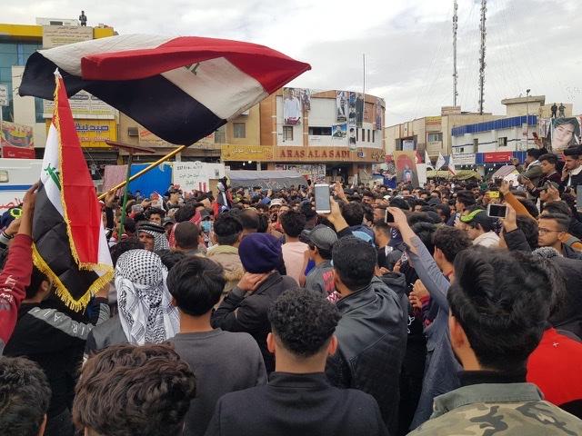 توافد المتظاهرين إلى ساحة الحبوبي في الناصرية
