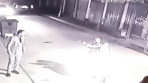 أطلق مجهولون النار على فاهم الطائي من مسدس كاتم للصوت.