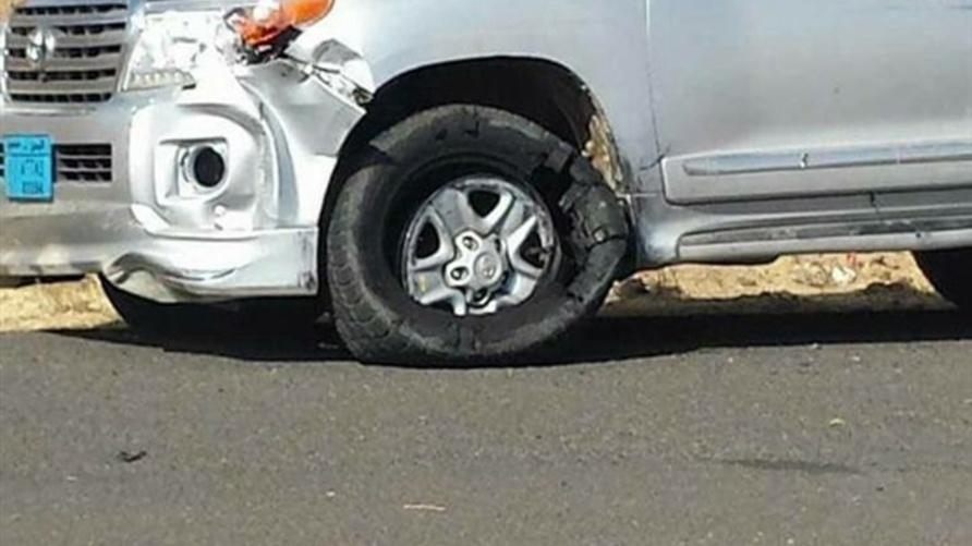 صورة تداولها ناشطو مواقع التواصل الاجتماعي قالو إنها سيارة علي عبد الله صالح الخاصة التي تعرضت لهجوم أدى إلى مقتله
