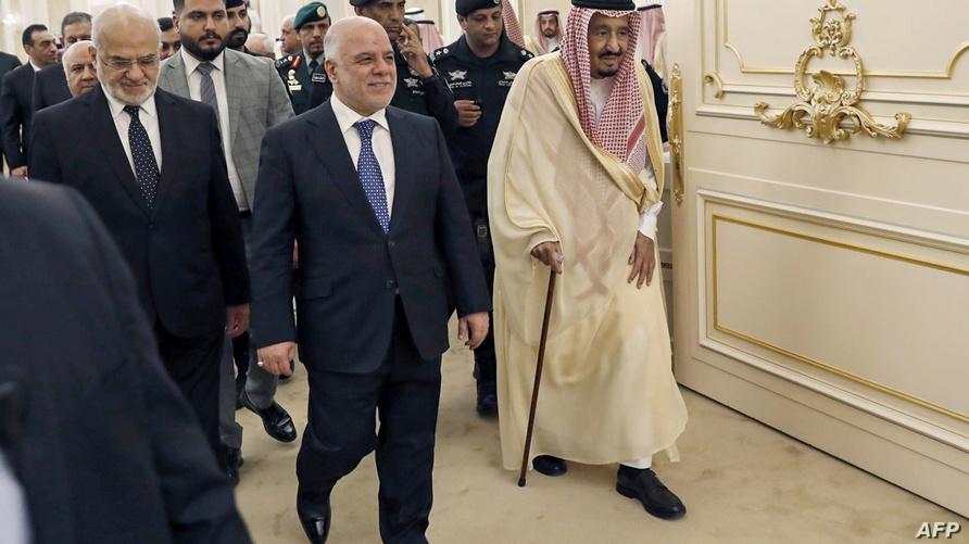 الملك السعودي سلمان بن عبد العزيز يستقبل رئيس الوزراء العراقي حيدر العبادي/وكالة الصحافة الفرنسية