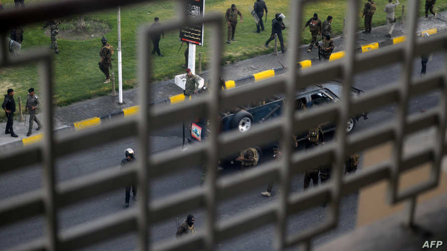 قوات مكافحة الشغب تفرق مظاهرة في محافظة النجف