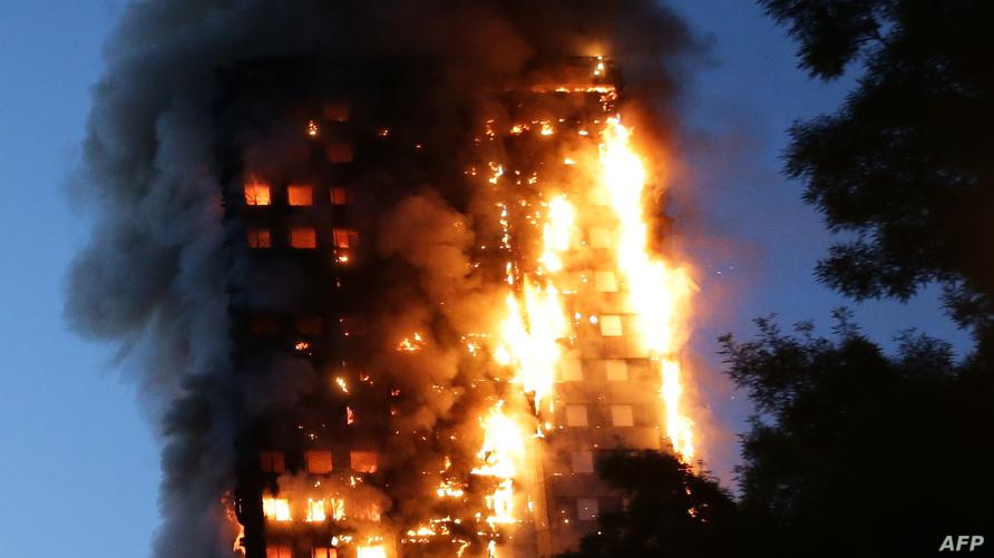اندلاع النيران في برج سكني غرب لندن