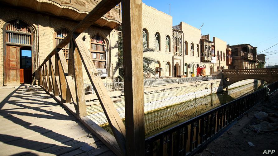"""مبنى قديم مزين بـ""""الشناشيل"""" في البصرة جنوب العراق"""