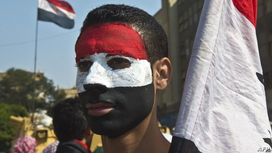 شاب مصري في ميدان التحرير