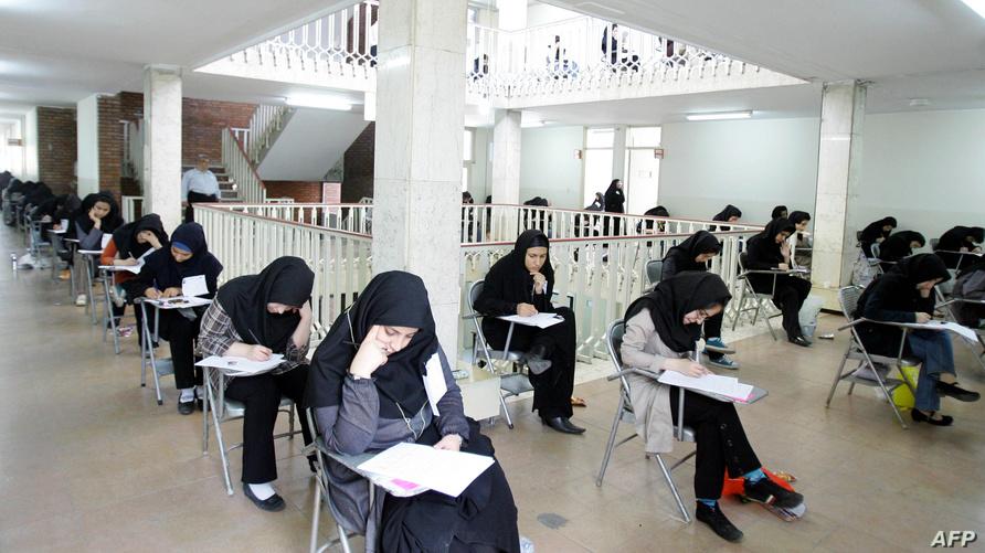 طالبات إيرانيات يخضن اختبارات القبول الجامعي - أرشيف