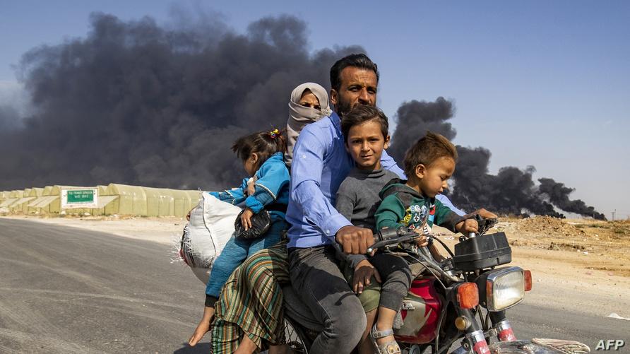 """نازحون هاربون من قرية """"رأس العين"""" السورية الكردية/ ا ف ب، 2019"""