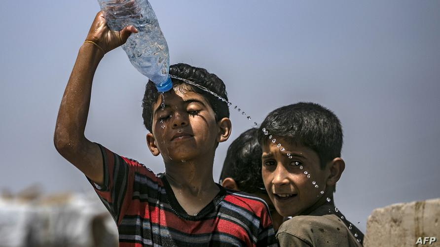 أطفال داخل مخيم الهول في سوريا