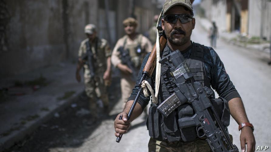 جنود عراقيون يتقدمون في الموصل