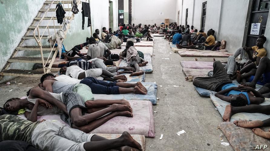 أحد مراكز احتجاز المهاجرين الأفارقة في ليبيا/ وكالة الصحافة الفرنسية