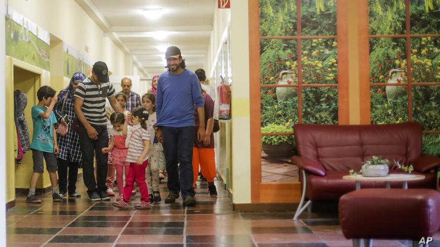 لاجئين سوريين بمدرسة ألمانية