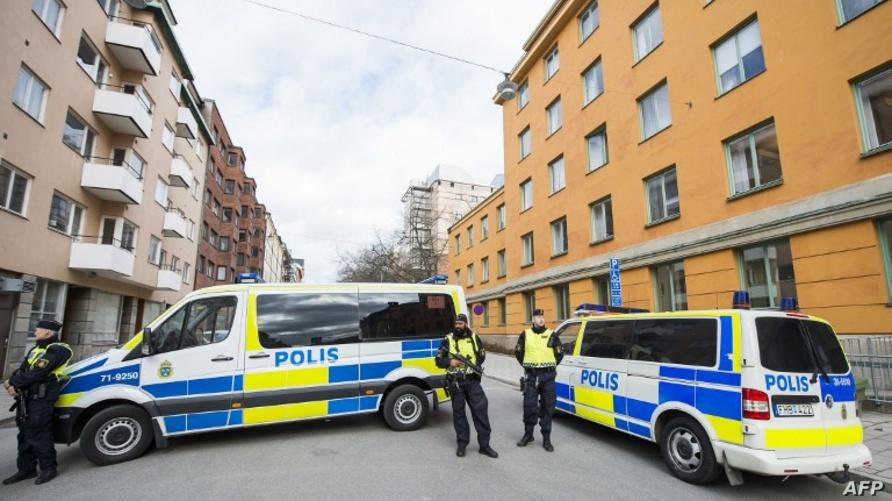 عناصر شرطة سويدية خارج قصر العدل أثناء مثول منفذ الاعتداء للعدالة/وكالة الصحافة الفرنسية