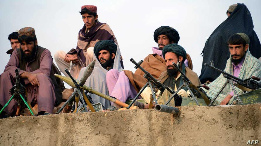 تقود طالبان وداعش صراعا داميا في أفغانستان منذ بداية سنة 2015